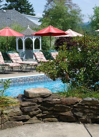 Ligonier Country Inn: Pool