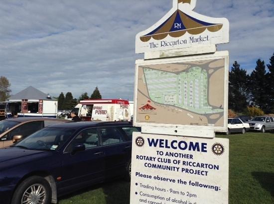 Riccarton Rotary Sunday Market : the market is big!
