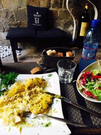 La Congrega Lounge Bar: Curry chicken and mixed salad