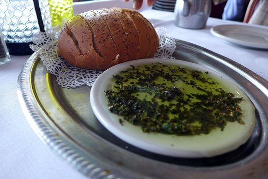 Gaido's: bread and olive oil