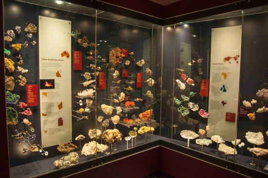 Australian Fossil and Mineral Museum: Mineral displays