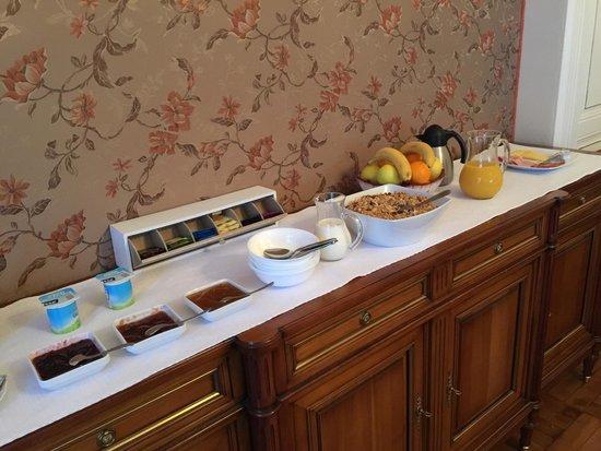 Hattonchatel Chateau : Le buffet pour le petit déjeuner à 15 euros !