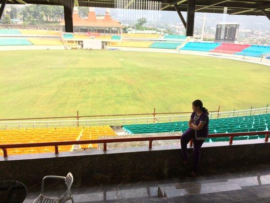 Aveda Hotel, Dharamshala: Room n stadium