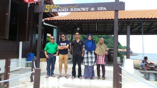 Gem Island Resort & Spa: infront of resort