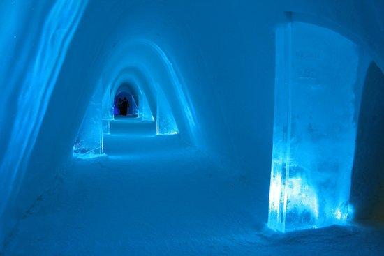 Snow Village: The corridor our way