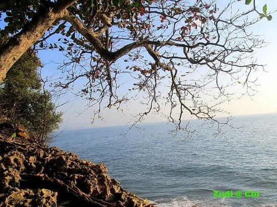Batu Karas Beach: view Dari atas bukit