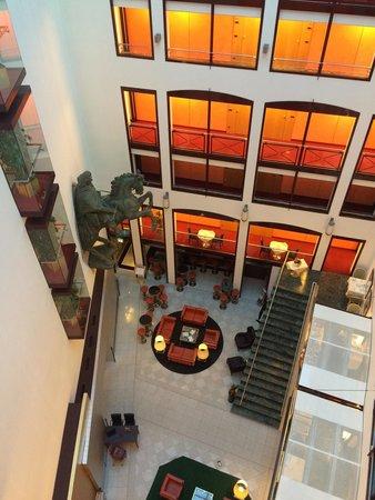 Derag Livinghotel Großer Kurfürst: Blick in das Foyer