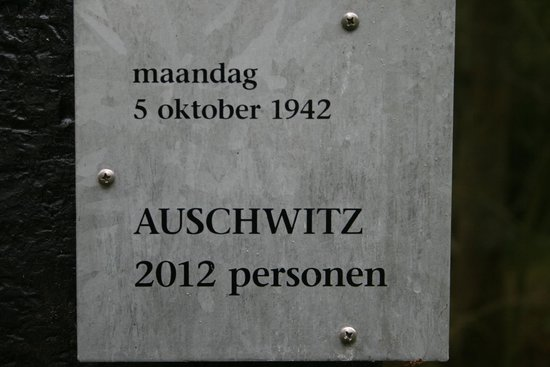 Kamp Westerbork: Opschrift van een van de houten palen.