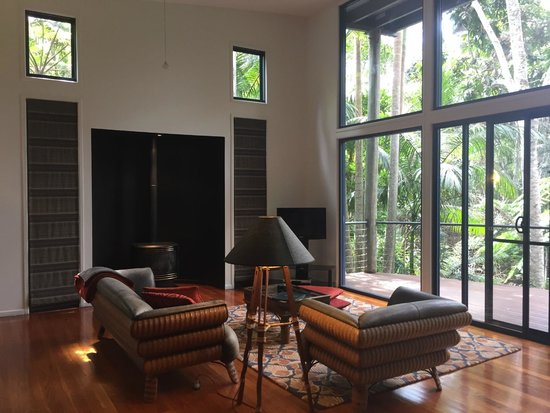 Pethers Rainforest Retreat : Living Room with fireplace