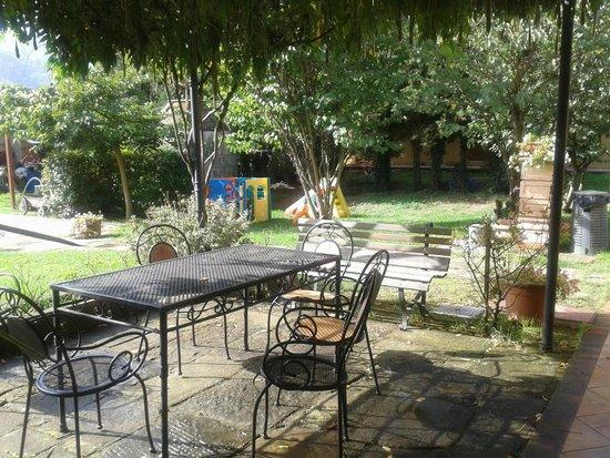 Mulino Vecchio del Cilone: Patio and garden