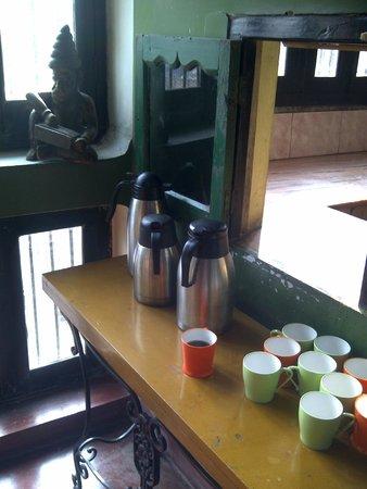 Ram Bhawan Kautilya Society Residence: Sweet memories. The tea and coffee breakfast station where I met plenty global travellers