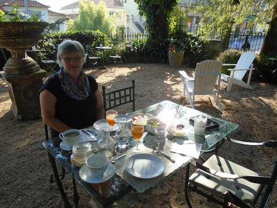 OH Casa Sintra: Enjoying breakfast on the terrace