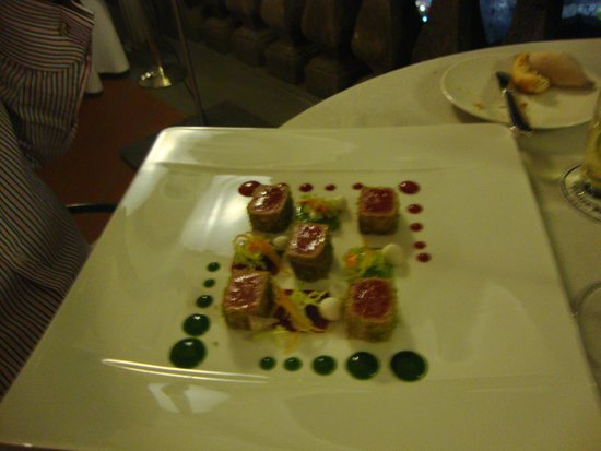 Terrazza Bosquet: Tuna with pistachio and red berry