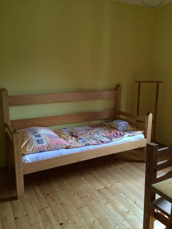 Hotel Garni Mysi Dira: single bed in triple room