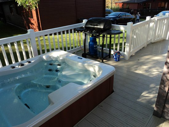 Shorefield Country Park: HOT TUB