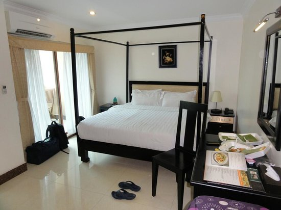 Cardamom Hotel : Lovely furnishings and comfy bed!