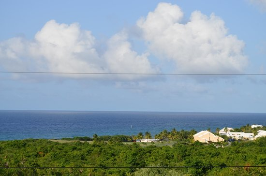 Arawak Bay: the Inn at Salt River : View from the porch at Arawak over the ocean
