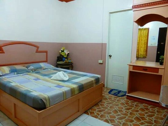 Matrimonio Bed : Family room double bed and pull out single with