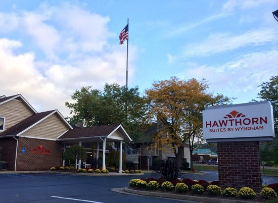 Hawthron Suites Patio Picture Of Hawthorn Suites By Wyndham Fishkill Poughkeepsie Area