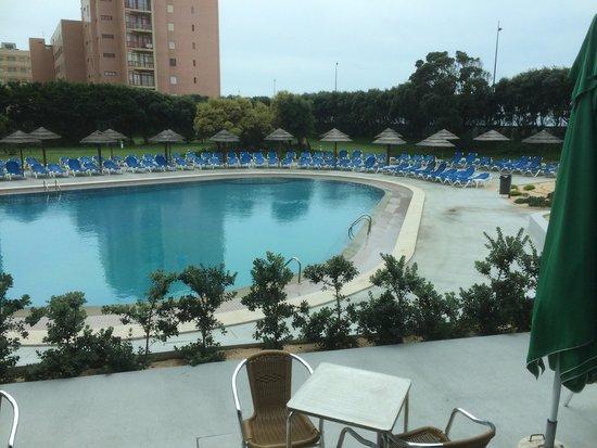 Axis Vermar Conference & Beach Hotel: Apesar de o tempo não estar convidativo a um mergulho aconselho vivamente a vir a este hotel que