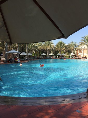 Kempinski Hotel & Residences Palm Jumeirah: Poolside