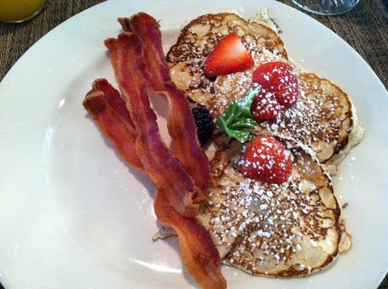 The Dining Hall of The Hope and Glory Inn: Pancakes and bacon