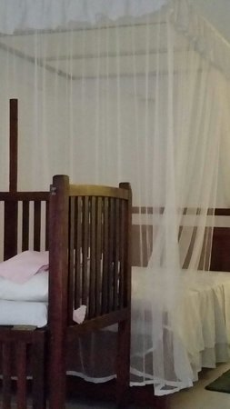 Chitra Ayurveda: Chitra - Comfy bed with mozzie net and baby cot