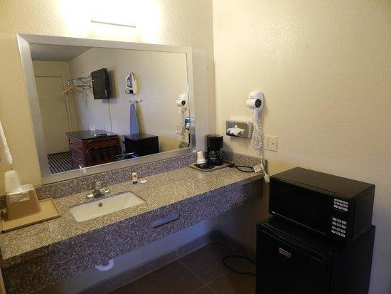Fort Davis Inn And Rv Park: Sink Vanity