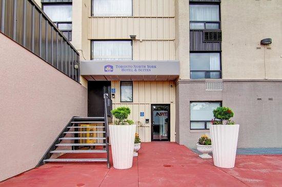 Best Western Plus Toronto North York Hotel & Suites: Back Entrance