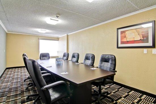 Best Western Plus Toronto North York Hotel & Suites: Norfinch Meeting Room - Board Room Style