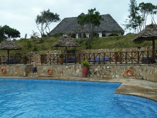Ras Michamvi Beach Resort : Haus über dem Pool mit gutem Blick auf das Meer