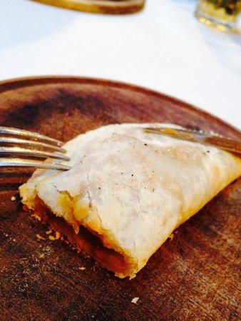 La Cholita: Empanada argentina rellena