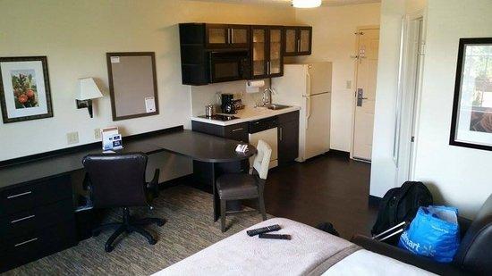Candlewood Suites Plano-Frisco: Nice Desh