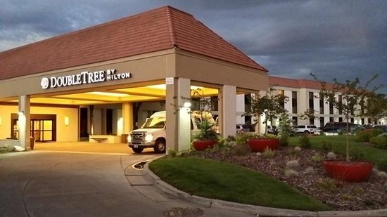 DoubleTree by Hilton Hotel Salt Lake City Airport: Front of Property