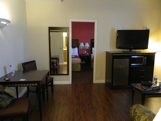 Ramada San Diego Airport: Living Area in 1 Bedroom Suite