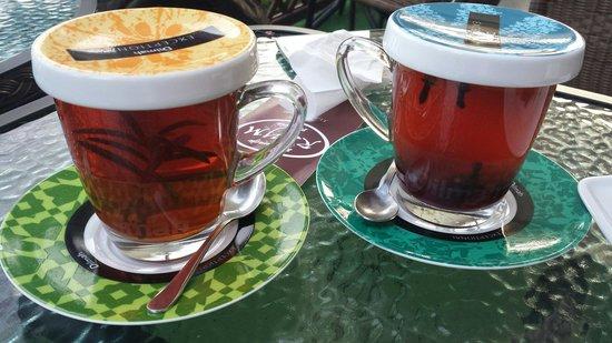 Rzym Restauracja: Herbaty: earl grey ze świeżym rozmarynem (wybrałam wersję bez słodkiego syropu z mirabelek) oraz