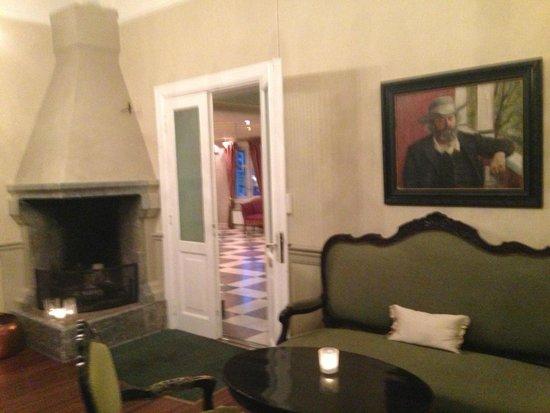 First Hotel Breiseth: Gammelmodig dagligstue m fin peis