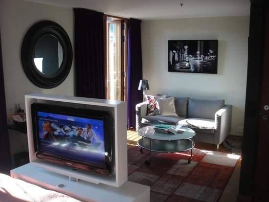 Berns Hotel: tv and living space