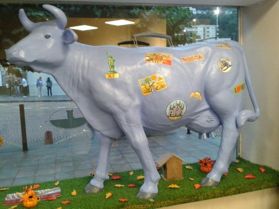 Hotel and SPA Internazionale: Mucca svizzera in reception