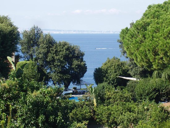 Grand Hotel Cocumella : View of Bay of Naples (telescopic)