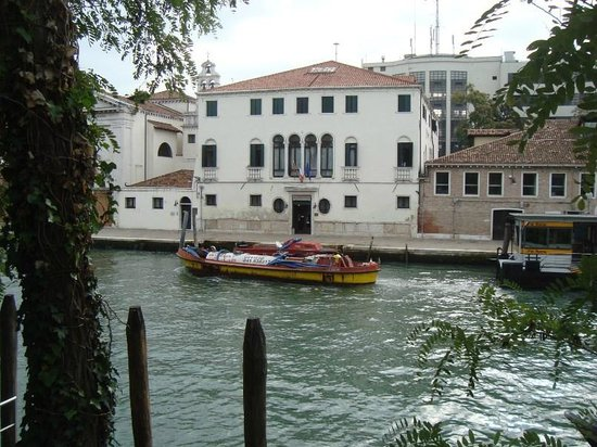Casa Sant'Andrea: The hotel from across the canal