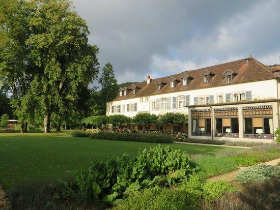 Chateau De Germigney: Garden side of main building