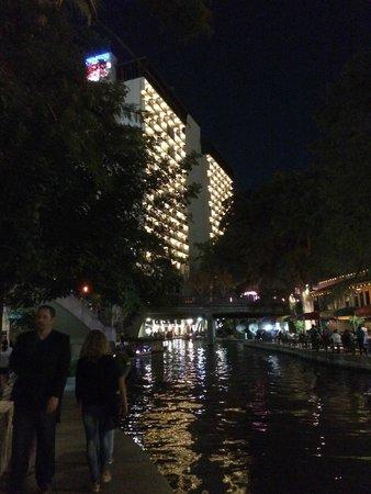 Hilton Palacio del Rio: View from the river at night