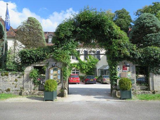 Chateau De Germigney: Entry