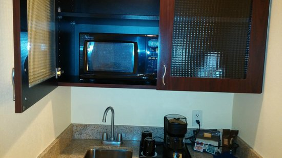 SpringHill Suites Tampa Brandon: Coffee pot, Mircowave, Referigerator or small sink like kitchen