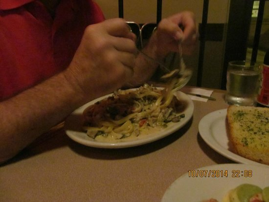 Uncle Vito's Pizzeria: Fettucine with baby clams