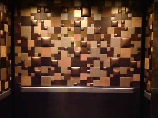 Lodge at Ventana Canyon: Inside elevator