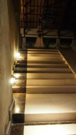 The Grand Bali Nusa Dua: dark area of lobby at night