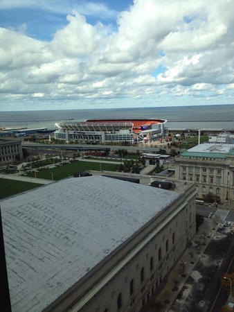 The Westin Cleveland Downtown : View of stadium from club room
