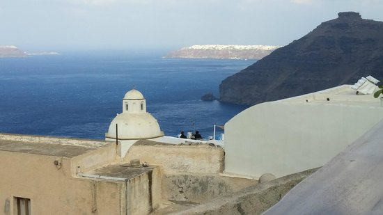 Aroma Suites: View of Oia from balcony